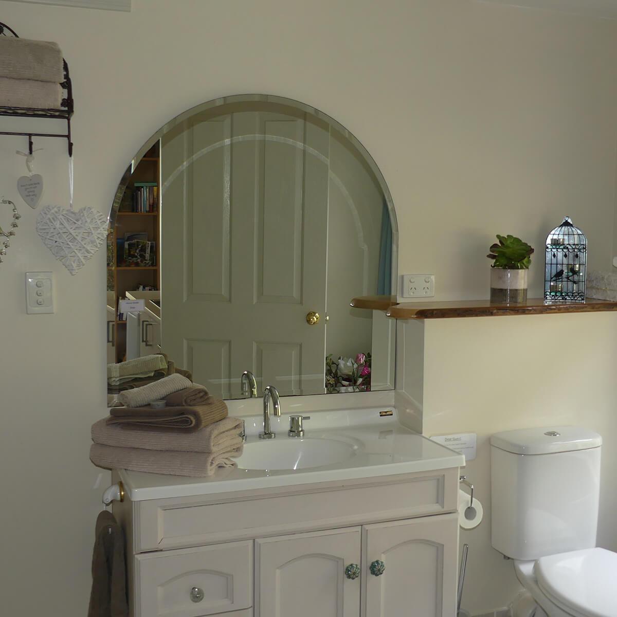cedar-room-bathroom