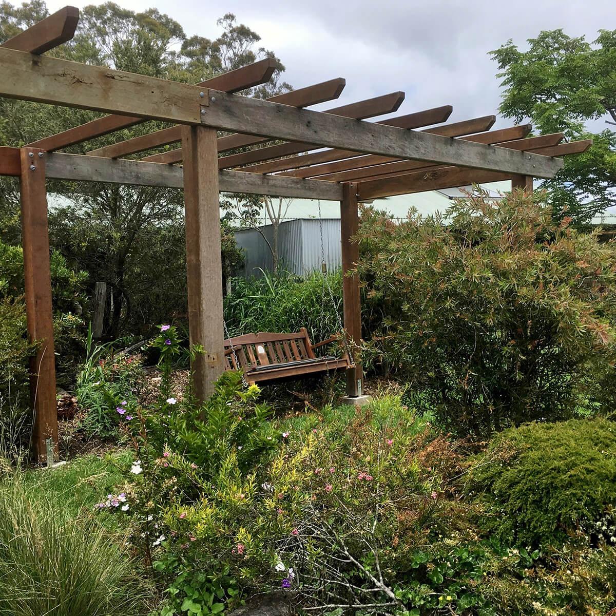 cedarview-garden-seat