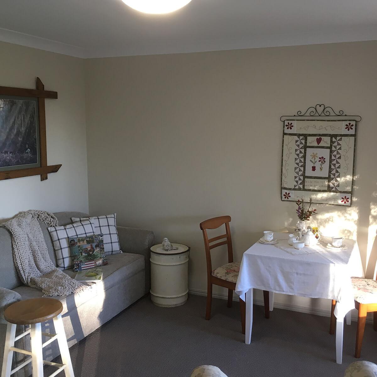 wren-room-sitting